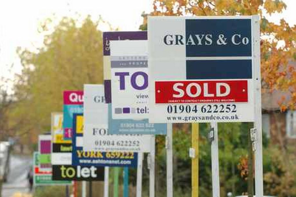 Er is veel te koop in Engeland. Maar koopt u best residentieel of commercieel?